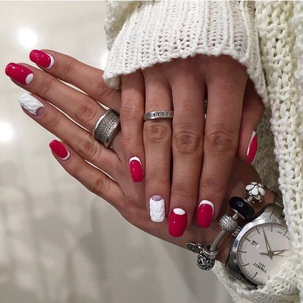 This design is worthy to be tested by every fashionista. A fresh solution for every day for the autumn-winter season was made due to a combination of French and reverse moon nails. The main color and color companion act in tandem on an equal footing – white design on the ring fingers and wine red basis of the rest is a classical composition, and volumetric moulding adds a part of modern fashion.