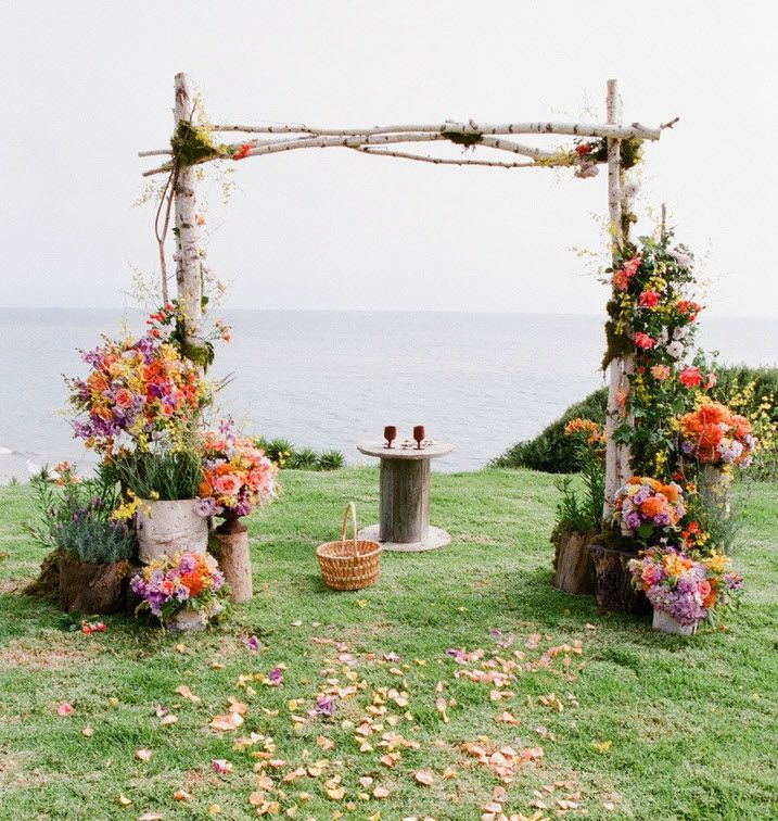 Country Wedding Altar Ideas: Surround The Ceremony Backdrop Space With Potted Plants Of
