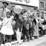 Children enjoy watching the 1953 San Francisco Chronicle Thanksgiving Balloon Parade.