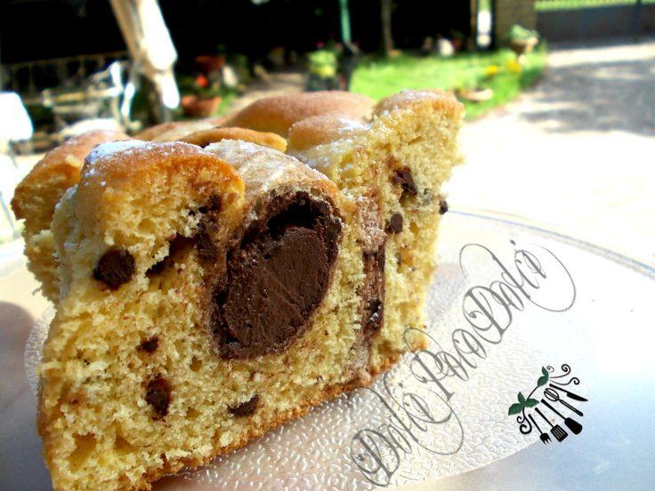 Torta+soffice+da+colazione+con+coni+al+cioccolato+nell'impasto
