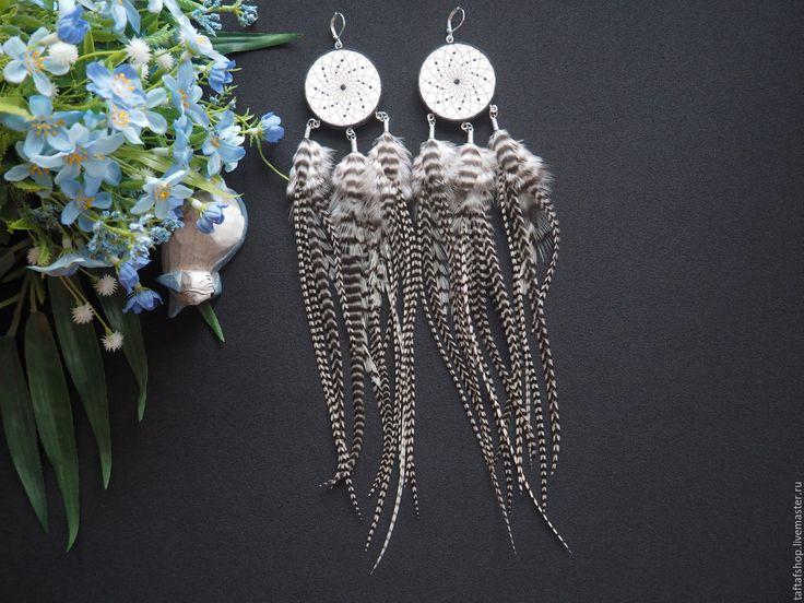 Белый плен - полосатые длинные серьги с перьями бохо с ловцом - серьги с перьями