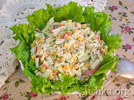 Салат с крабовыми палочками, кукурузой и огурцом рецепт с фото