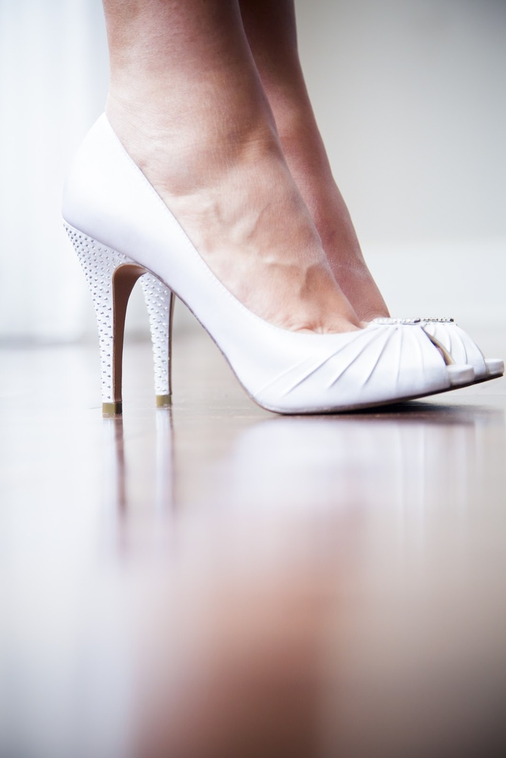 Awesome shoe shot, we <3 it ! Bride's shoes for the wedding  Stef et Stef Photographie