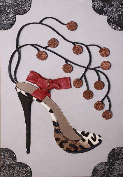 Очаровательная картина из коды или кожаная картина с изображением модной женской туфли с леопардовым принтом. Она будет прекрасным дополнением в интерьере квартиры,дома,салона красоты,магазина одежды. Это лишь деталь,а фантазия и вкусовые предпочтения-это уже ваш выбор.