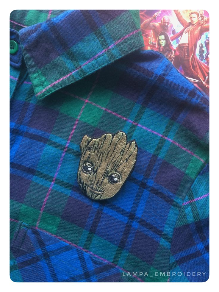 вышивка #ручнаявышивка #своимируками #ручнаяработа #вышивкагладью #брошь #вышитаяброшь #броши #брошка #брошки #купить #авторскаяработа #рисунок #сюжет #одежда #стиль #babygroot #embroidery #embroideryhandmade #handmade #brooch #embroiderybrooch #broochhandmade #art #стражигалактики #guardiansofthegalaxy #marvel #грут #groot #lampaembroidery