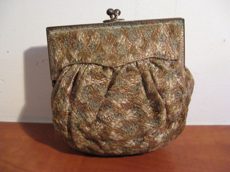 Nice original antique bag from the 30s ... Inside with silk!