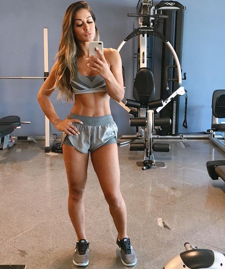 1 6 Mi Seguidores 458 Seguindo 4 611 Publicacoes Veja As Fotos E Videos Do Instagram De Mayra Cardi Mayracard Fitness Models Fitness Fashion Ripped Girls