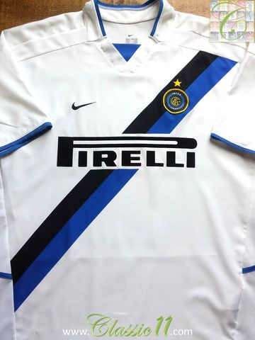 Relive Internazionale's 2002/2003 season with this vintage Nike away football shirt.