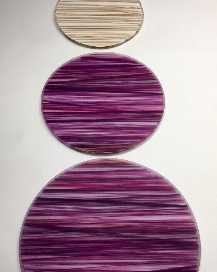Bandejas y tablas FLO, serving trays, en acrílico en diferentes tamaños, divinas para decorar la mesa! Creados por @objetos_flo www.flo.com.co