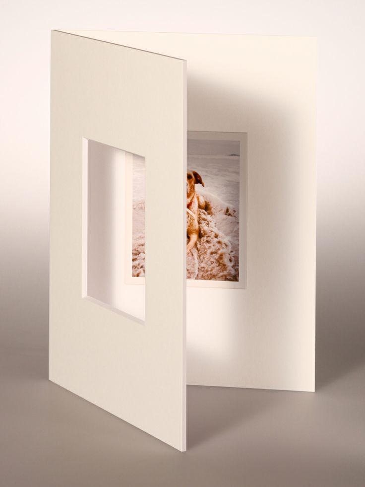 PASSEPARTOUT bianco 18x24 cm con foro centrato verticale per Pellicola FUJI FP-100 e fondo bianco 18x24 cm