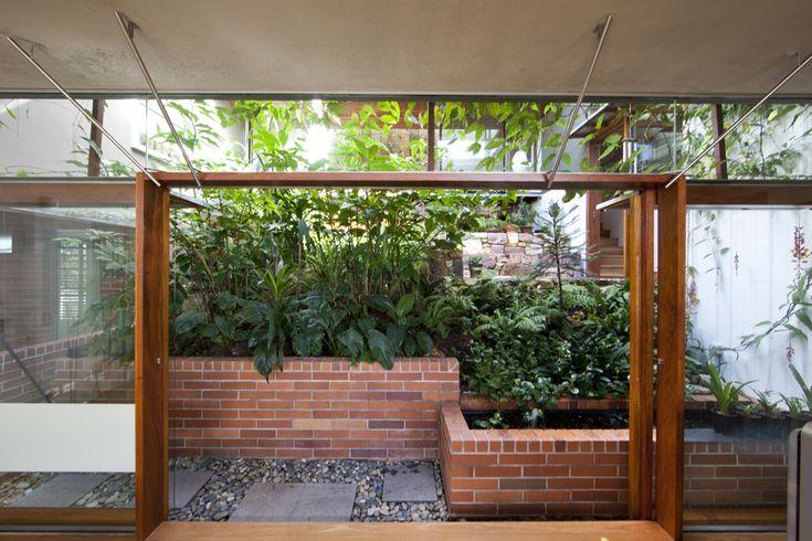 Indoor/outdoor Z House / Donovan Hill