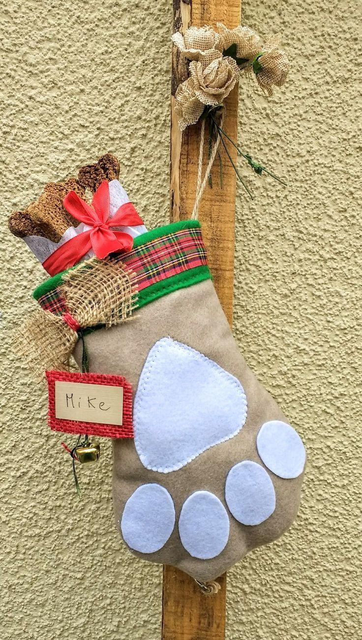 Patitas decorativas navideñas para mascotas diseño Chicoca Deco #deconavidad #navidaddeco #catlovers #doglovers #botasnavideñas #botasnavideñasmascotas #dogchristmasstocking #christmasstockingforpups