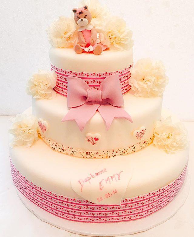 Une jolie pièce montée pour le baptême d'une magnifique petite fille ! #piecemontee #pateasucre #cakedesign #cake #gateau #bapteme #littlegirl #petitefille #princesse #sweetcake #lille