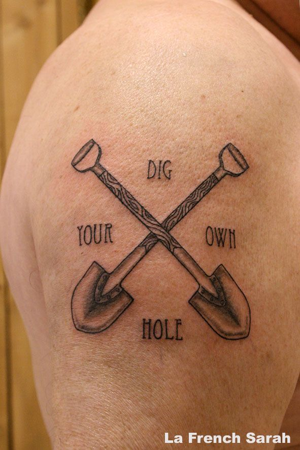 shovel tattoo tatouage pelle dig your own hole tattoos piercings pinterest tattoo. Black Bedroom Furniture Sets. Home Design Ideas