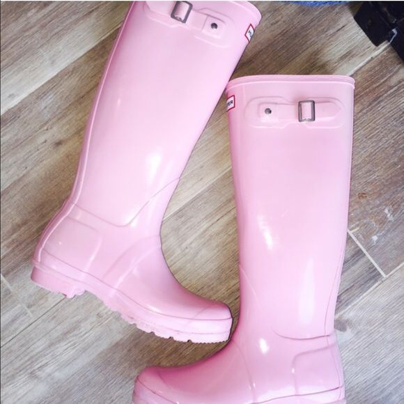 Rare bubblegum light pink Hunter boots  In excellent condition! Only thing wrong with them is the cracking in the buckle. I bought these from another posher but they look too tall for my legs. Nothing wrong with them! Open to reasonable offers Hunter Boots Shoes Winter & Rain Boots