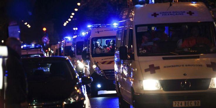 Les services d'urgence à proximité du Bataclan vendredi soir.