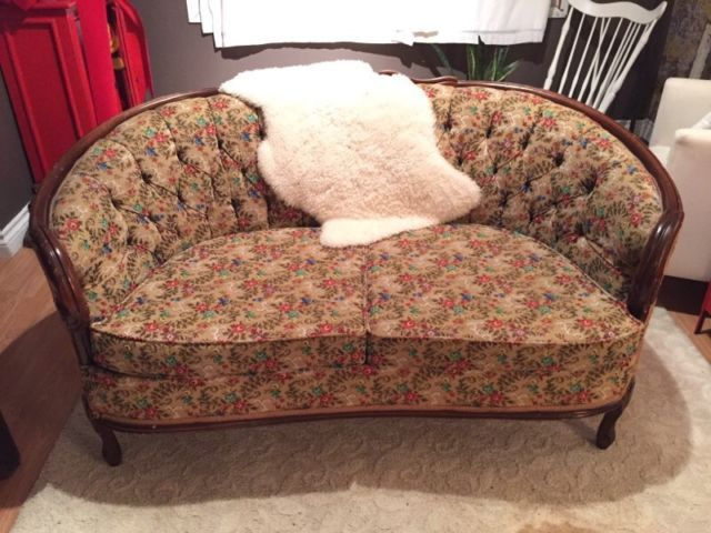 Victorian style couch | couches, futons | Hamilton | Kijiji