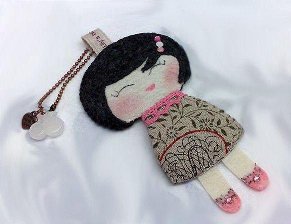 Poupée de papier style sac Charm / Charm Porte-clés : Autres accessoires par lilyhandmade