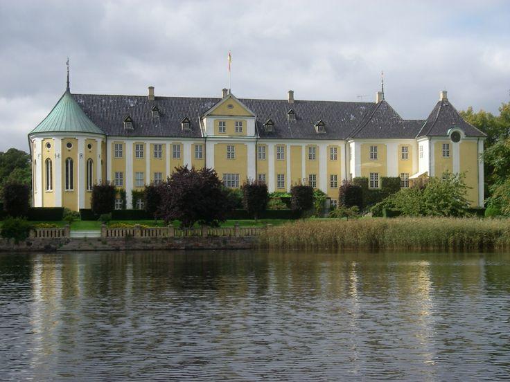 Gavnø, Gaunø, hovedgård og gods på øen Gavnø syd for Næstved