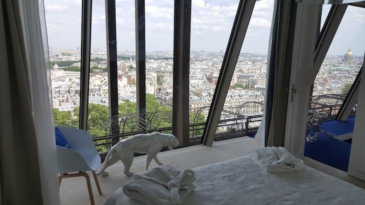 Fomos visitar o apartamento HomeAway na Torre Eiffel, em Paris | Viaje Comigo