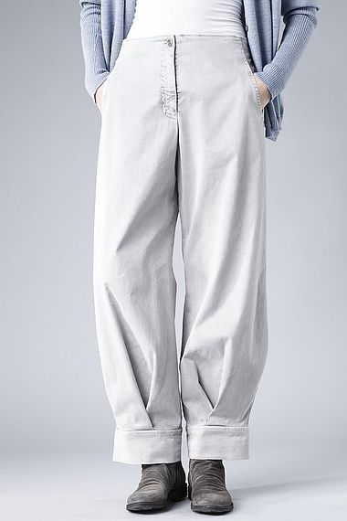 Trousers Heide These OSKA trousers with a flexible back waistband are casual and luxuriously comfortable! A clever fold lets the wide trouser legs become fitted towards the hemline. The cuffs can be turned up; these trousers have two pockets and hip pockets.