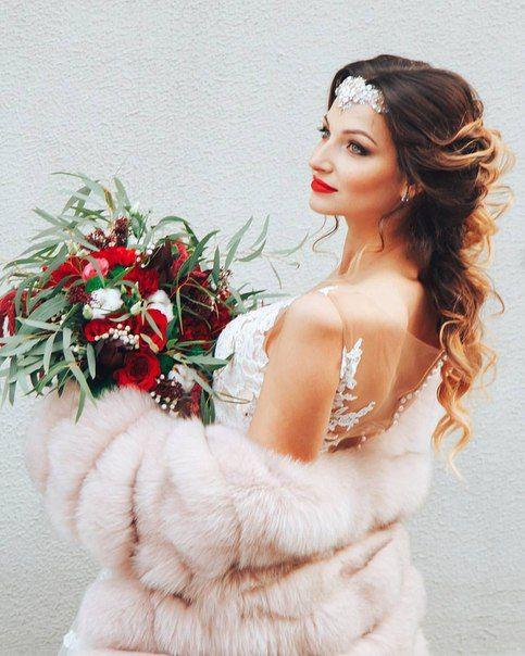 Наша зимняя невеста  Повязка для невесты из кружева вышитая кристаллами и сверкающими бусинами #fctika @flowercrownkras #украшениекрасноярск #повязкадляволос #украшениенаголову #повязканевесте #кружевоневесте #расшитоекружево #кристаллывысокогокачества #бисертохо #бусиныподжемчуг #кружевокрасноярск #невестакрасноярск #weddingheadpiece #wedding #weddingaccessories #bridalaccessories #bridal