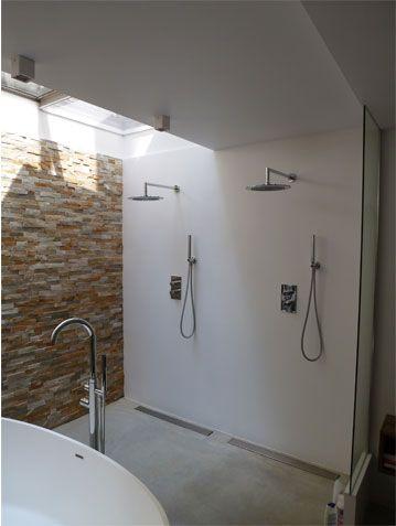 Dubbele douche in badkamer en suite in souterrain grachtenpand te Amsterdam | BNLA