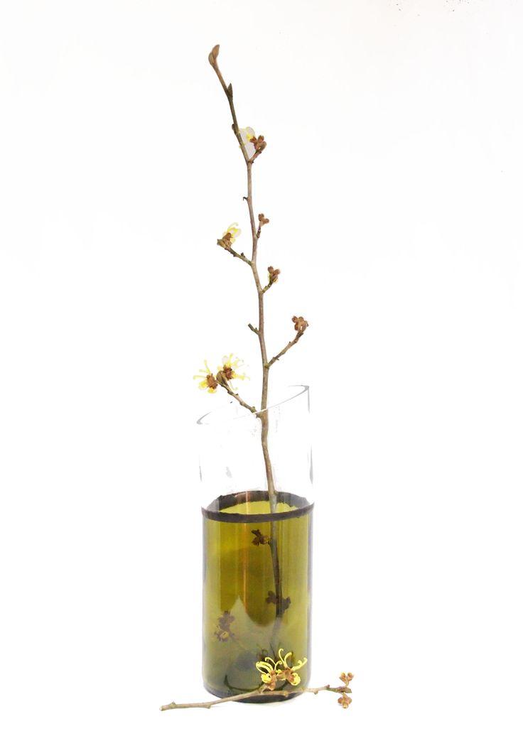 Een vaas van hergebruikte wijnflessen! @ From Jits. http://www.facebook.com/fromjits