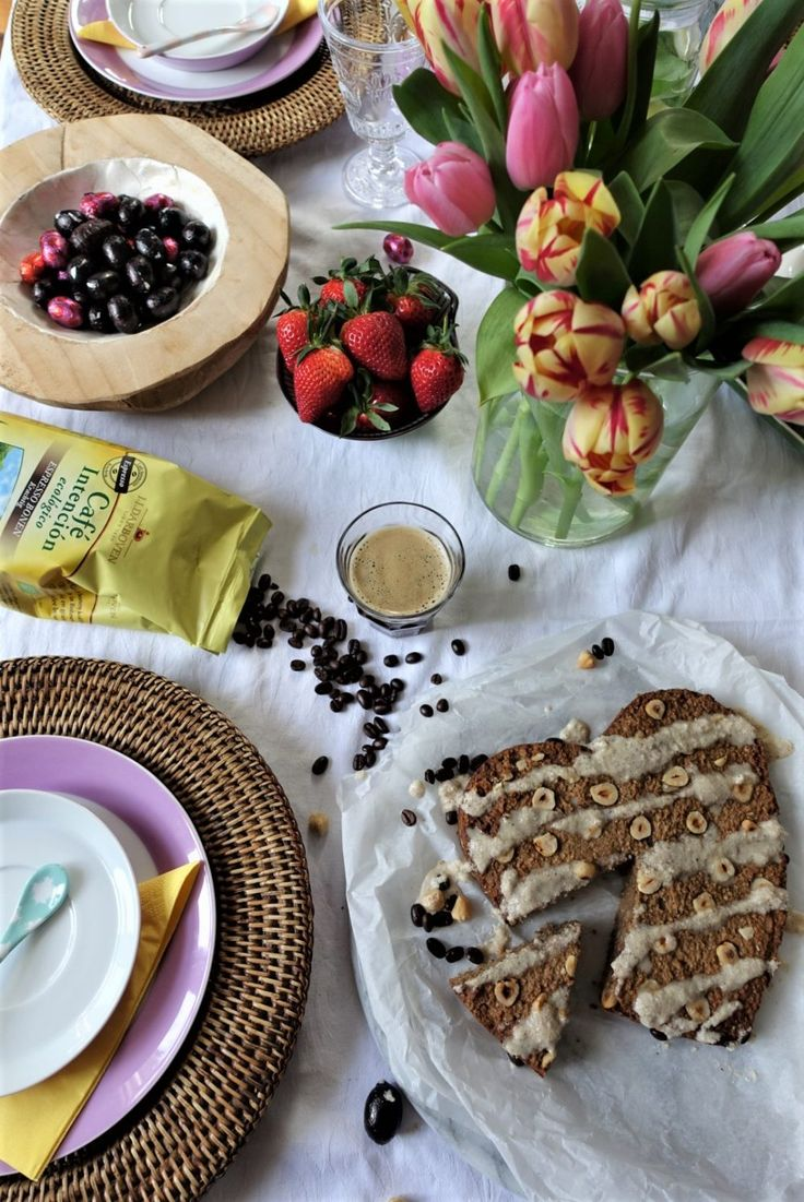 Vegan hazelnoot-espressocake met vanille glazuur - Lisa goes Vegan
