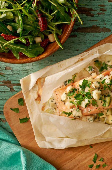 Papilotki z łososiem z porami, gruszkami i serem pleśniowym. Kuchnia Lidla - Lidl Polska. #lidl #pascal #salmon #losos #gruszki