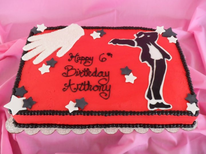 This little boy had the coolest birthday party ever and I was so delighted to be able to make him this cake :)