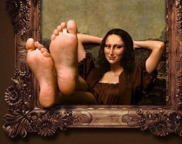 Mona feet