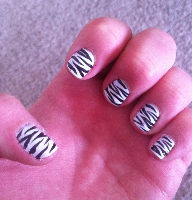 DIY zebra print nails
