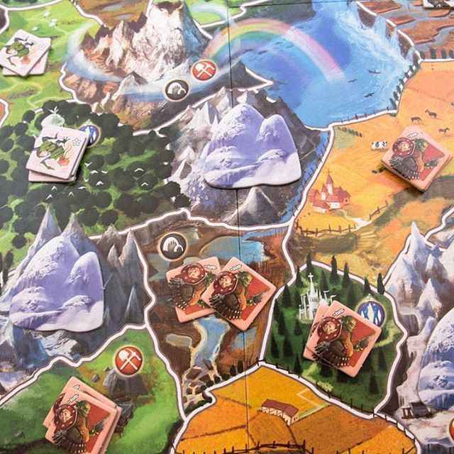Picking the right combination from the 14 different fantasy races #smallworld  #elfs #daysofwonder #boardgames #boardgame #brætspil #brädspel #brettspill #fantastic
