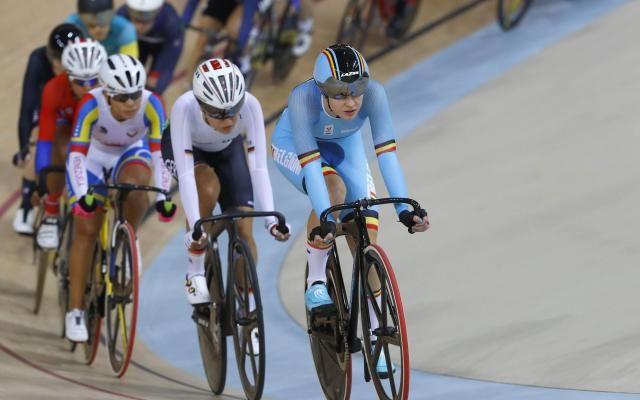 Jolien D'Hoore offre une 5e médaille à la Belgique: elle remporte le bronze sur l'omnium! -                  La cycliste gantoise a terminé à la troisième place de l'omnium en cyclisme sur piste, aux Jeux olympiques de Rio, après une dernière épreuve serrée.  http://si.rosselcdn.net/sites/default/files/imagecache/flowpublish_preset/2016/08/16/223821941_B979458916Z.1_20160816224418_000_GT57DSRSQ.3-0.jpg - Par http://