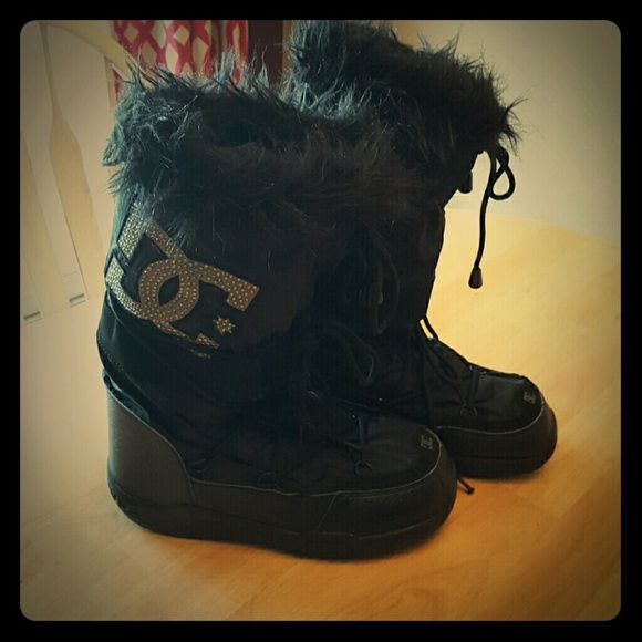 Women's DC boots Black with fur top. Super warm and sturdy for winter. Only worn a few times in great condion. DC Shoes Winter & Rain Boots