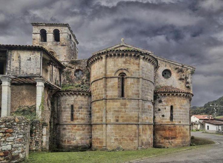 Cornellana - Curniana, Concejo de Salas, Asturias - Monasterio de San Salvador de Cornellana, detalle del ábside románico