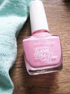 Růžový lak Maybellin: http://www.parfums.cz/maybelline/forever-strong-lak-na-nehty/
