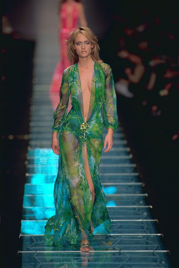 8 of Versace's Iconic Runway Moments | The internet ...