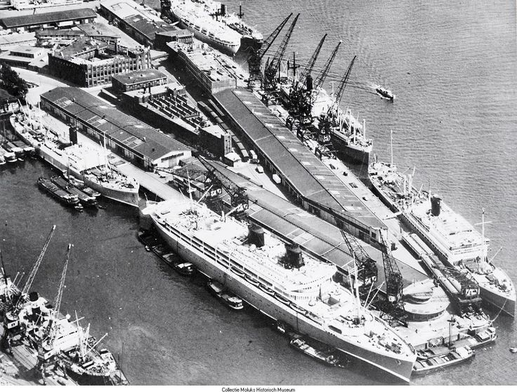 Lloyd kade, Schiehaven Rotterdam. Het grote schip...