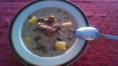 Sopa de sémola de cebada (krupnik)