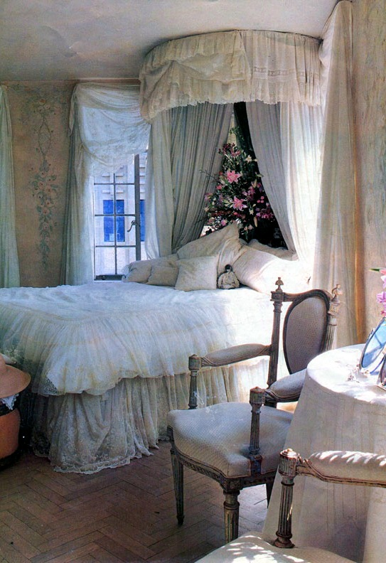 Dreamy Bedroom With Corner Bed Crown LOVE THE BED-IN-THE