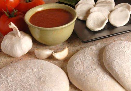 Come preparare in casa la pasta per la pizza: tre impasti di base per la nostra pizza fatta in casa! Ecco tutti i segreti su come fare la pasta per la pizza in casa.