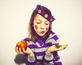Corona viola lana uncinetto con pietre preziose in materiale di riciclo giallo fucsia Carnevale bambina : Scuola e tempo libero di filoecoloridiila