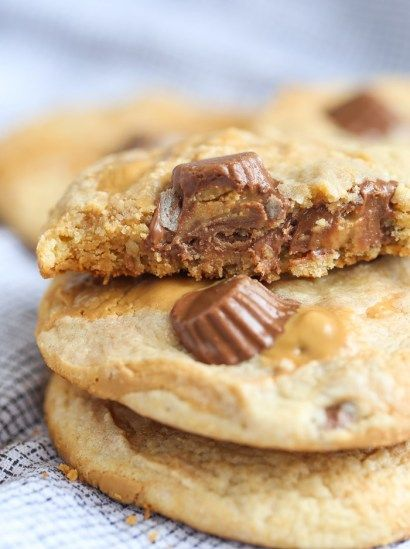 These Swirled Peanut Butter Cup Cookies are rich vanilla cookies loaded with peanut butter cups and swirled with creamy peanut butter! It's such an easy recipe, and a great one for your kiddos to get involved with too! My kids love to help me bake…especially if it's a recipe they had a hand in developing.... Read More