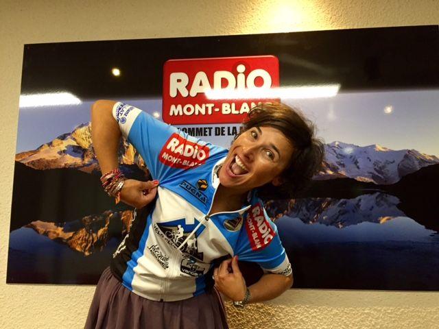 Ce matin on nous a présenté le nouveau maillot du vélo club du Mont Blànc de Sallanches...et comme vous le voyez on est partenaire et très content de l'être!!! Du coup Jessica à bien voulu prendre la pose...et ressortir sa bicyclette pour montrer son joli maillot!! #radiomontblanc #velo #bike #partenaire #tacathlon2015 #radiolive #clubvelomontblanc #ride #doyouwannaridewithus