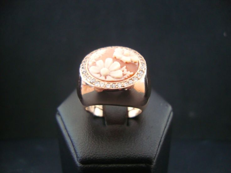 flowers zoomed chevalier ring
