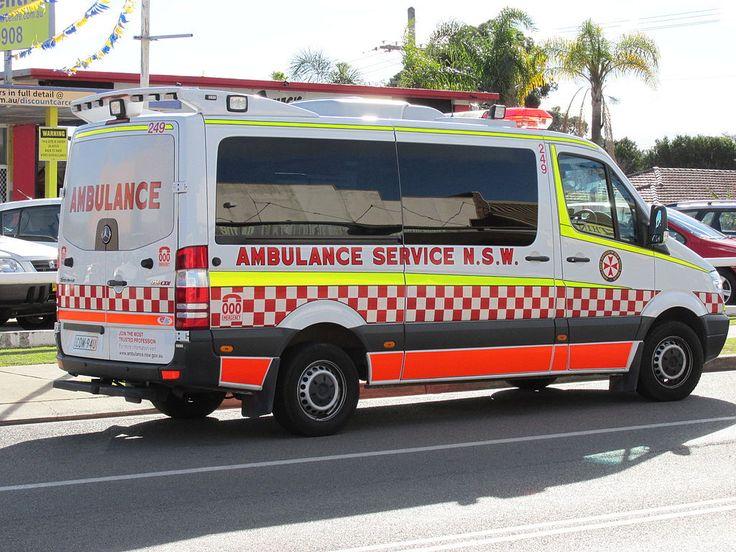 NSW Ambulance Sprinter 316 CDI at Boolaroo.jpg