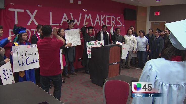 Un grupo de jóvenes agradeció a legisladores texanos por la ley HB1403 que les permite estudiar en Texas.