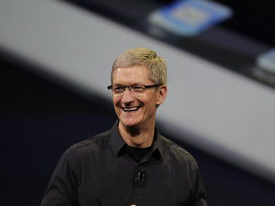 apple stock hits $700 on day of 2m iphone 5 preorder announce